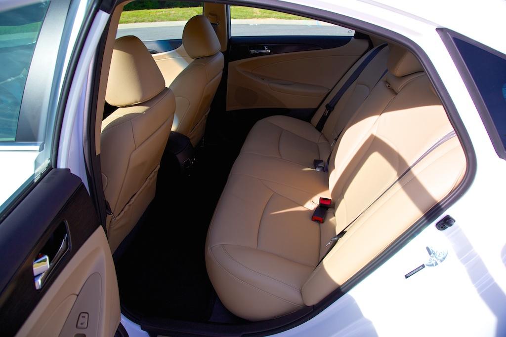 2014-hyundai-sonata-back-seat