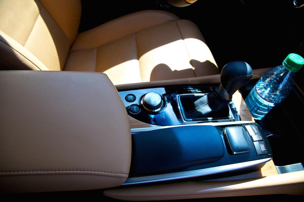 2014-lexus-gs-450h-armrest