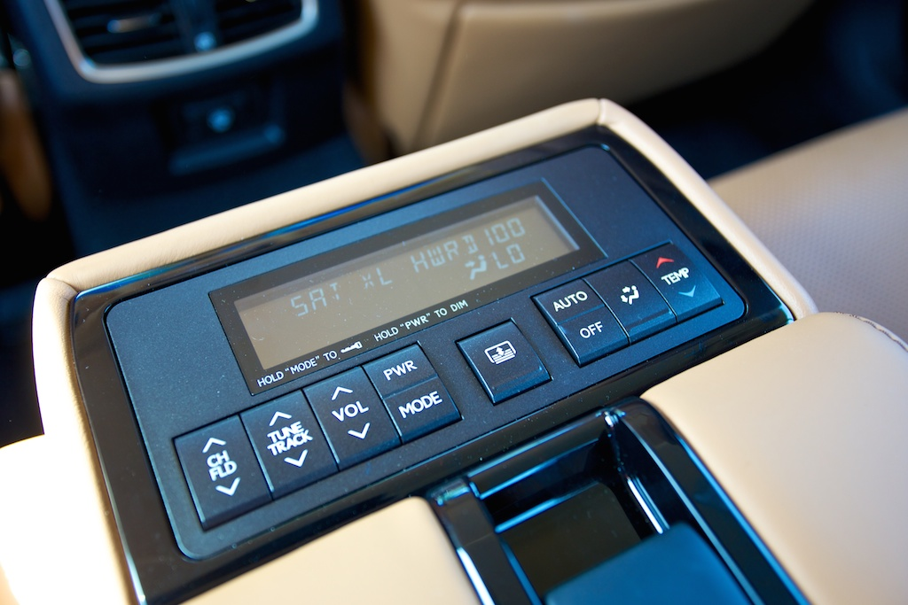 2014-lexus-gs-450h-rear-seat-controls