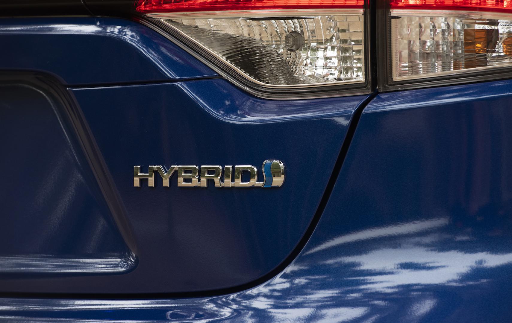 2020_Corolla_LE_Hybrid_BlueCrushMetallic_033_v1_current