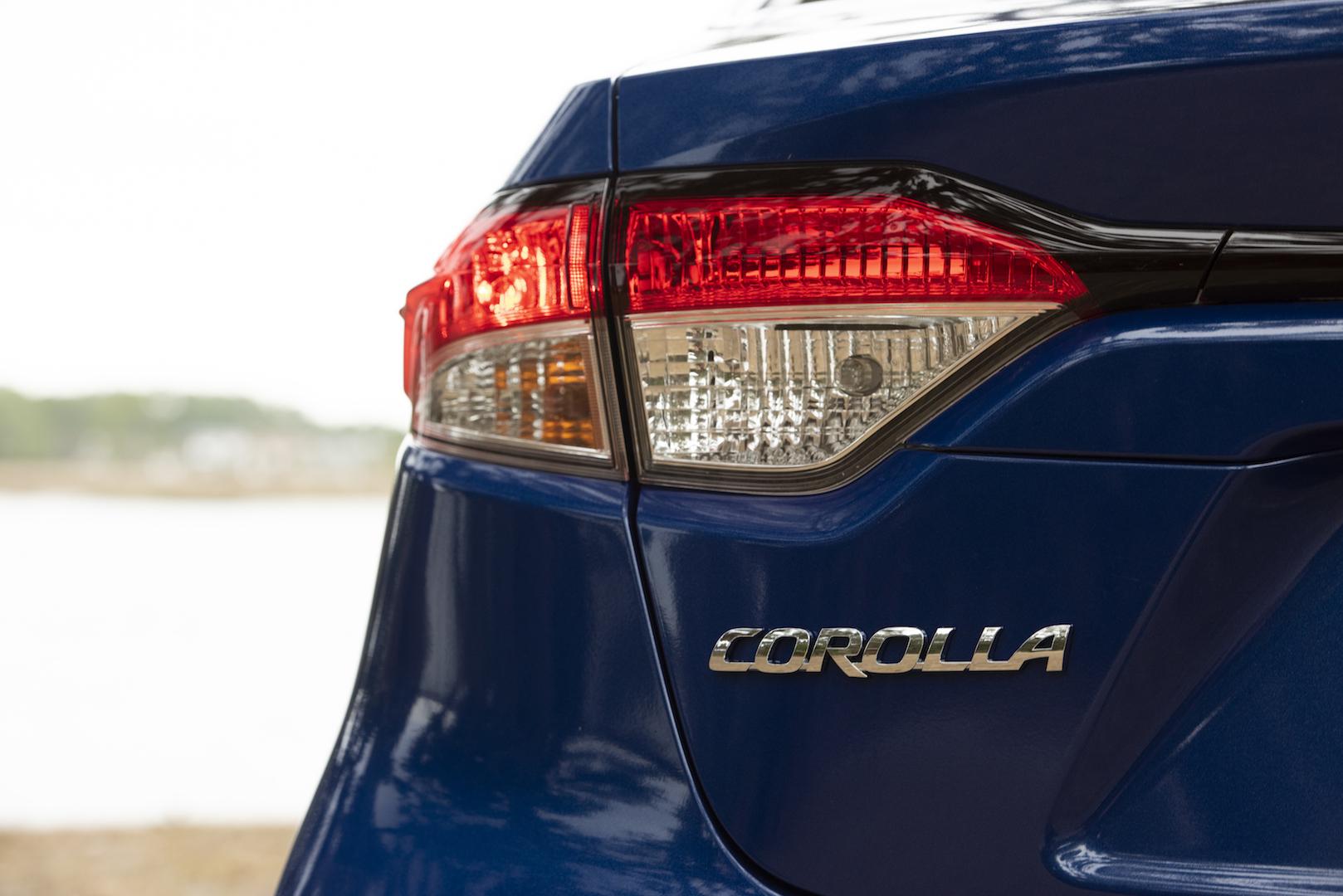 2020_Corolla_LE_Hybrid_BlueCrushMetallic_034_v1_current