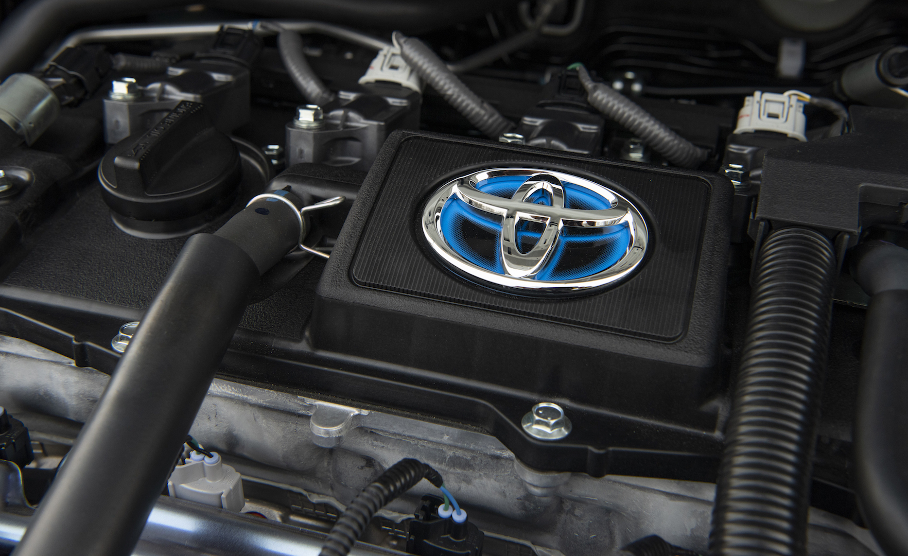 2020_Corolla_LE_Hybrid_BlueCrushMetallic_067_v1_current
