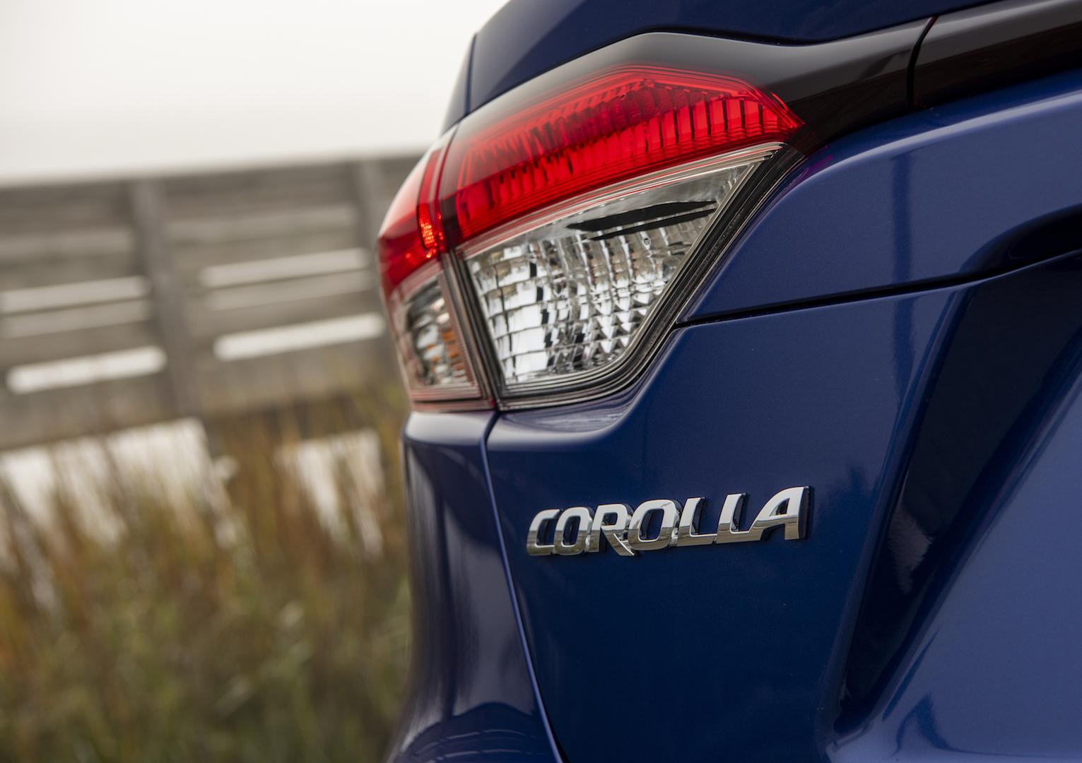 2020_Corolla_SE_6MT_BlueCrushMetallic_022_v1_current