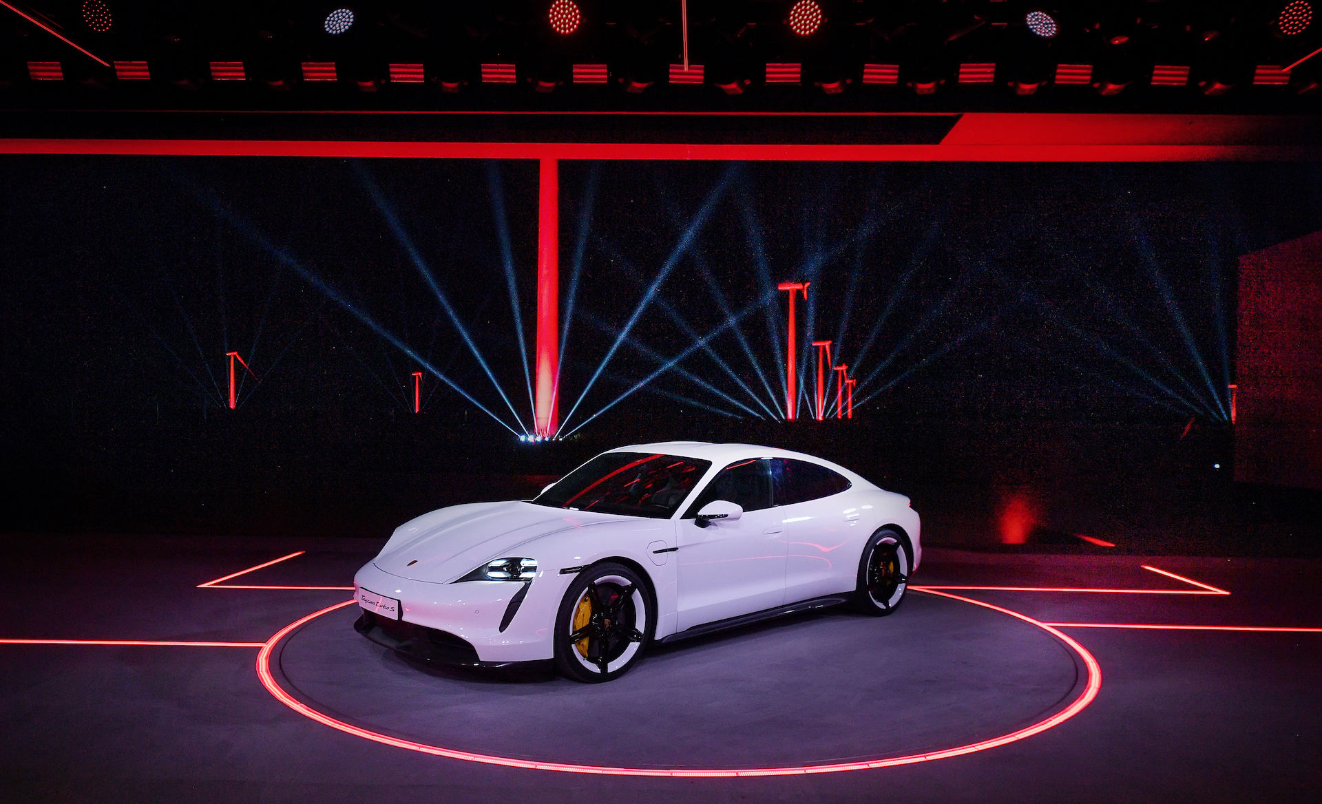 high_world_premiere_of_the_new_porsche_taycan_in_china_2019_porsche_ag