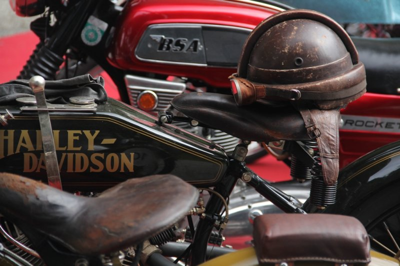 1922-harey-davidson-8v-and-friends-a