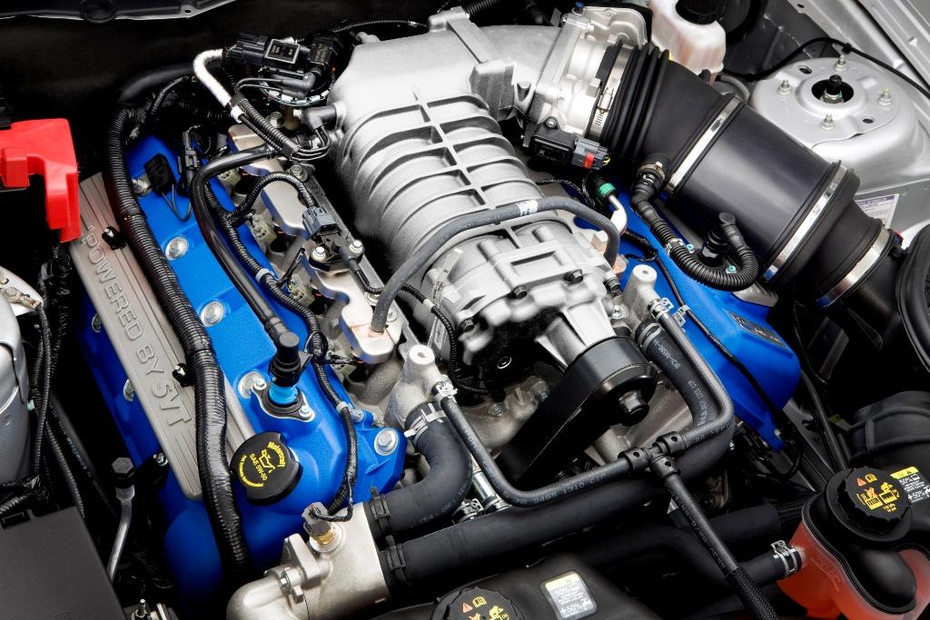 2011_GT500-Engine01