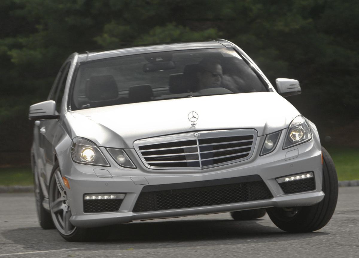 Photos specs comparison 2012 mercedes benz e63 amg vs for Mercedes benz e63 amg 2012