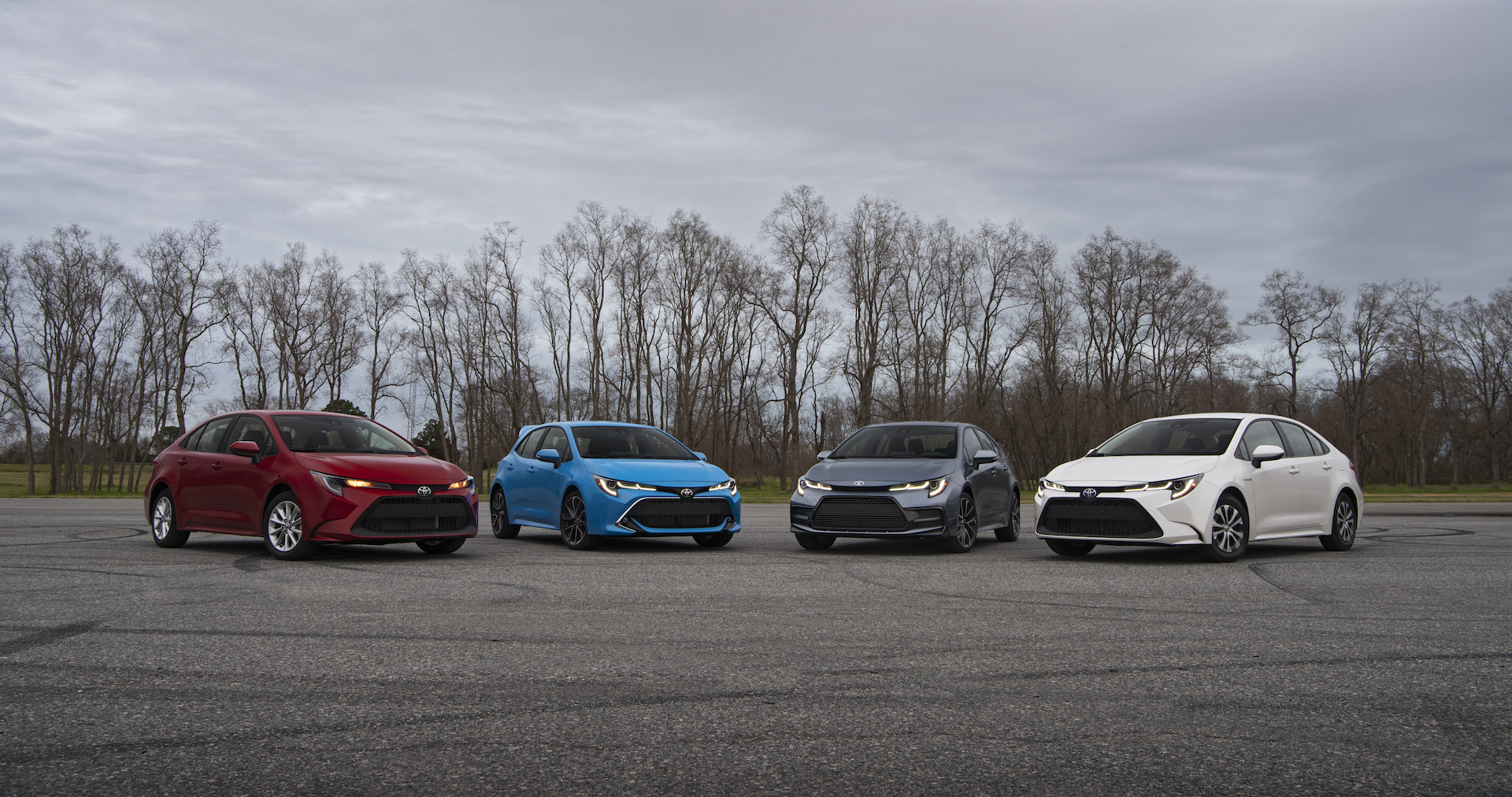 2020_Corolla_GroupShot_02_v1_current