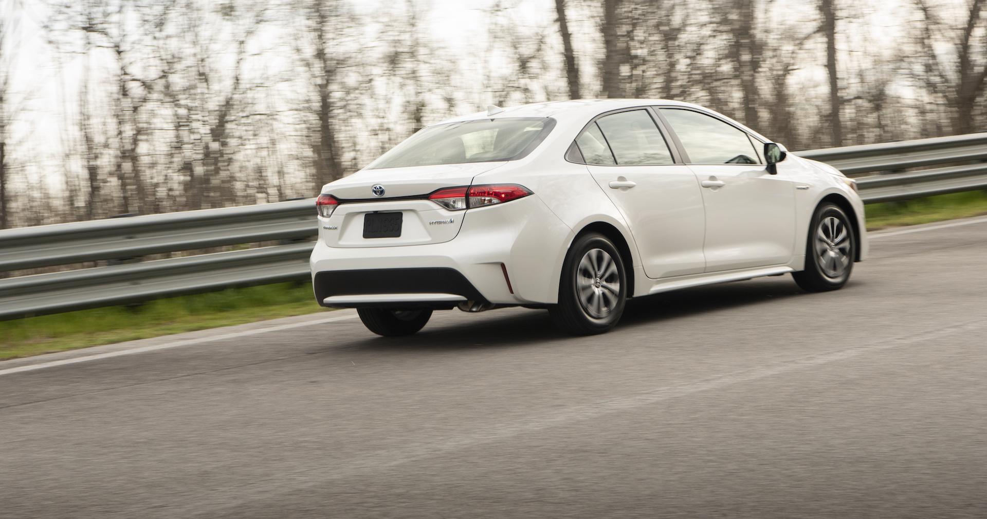 2020_Corolla_LE_Hybrid_BlizzardPearl_012_v1_current