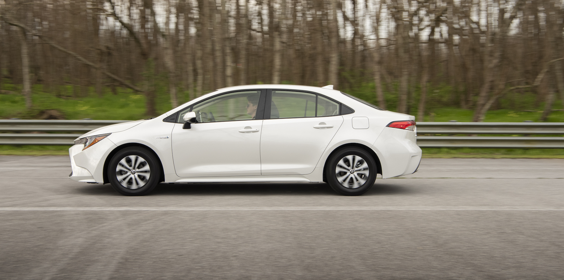 2020_Corolla_LE_Hybrid_BlizzardPearl_014_v1_current