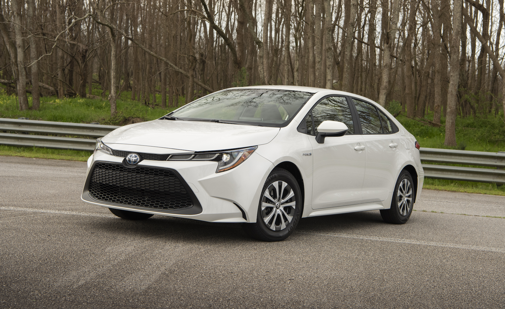 2020_Corolla_LE_Hybrid_BlizzardPearl_016_v1_current