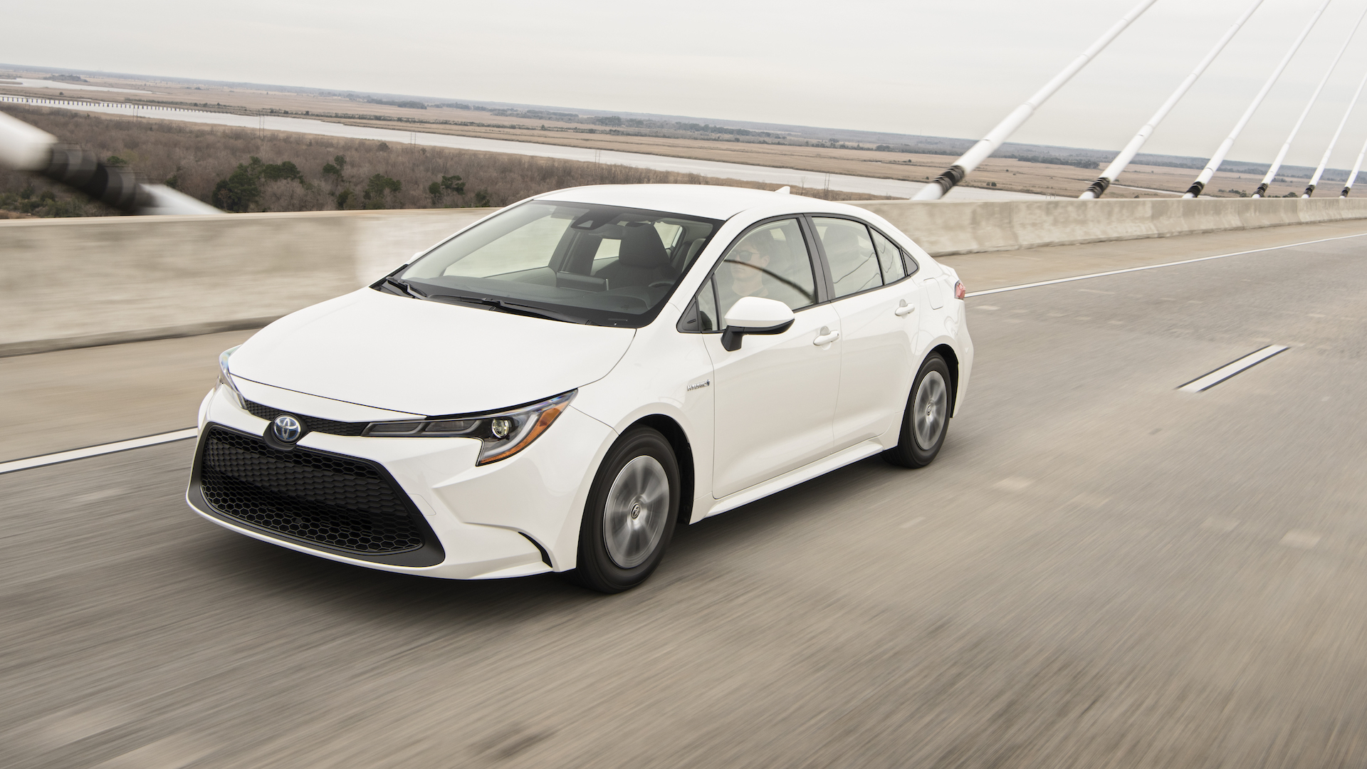 2020_Corolla_LE_Hybrid_BlizzardPearl_019_v1_current