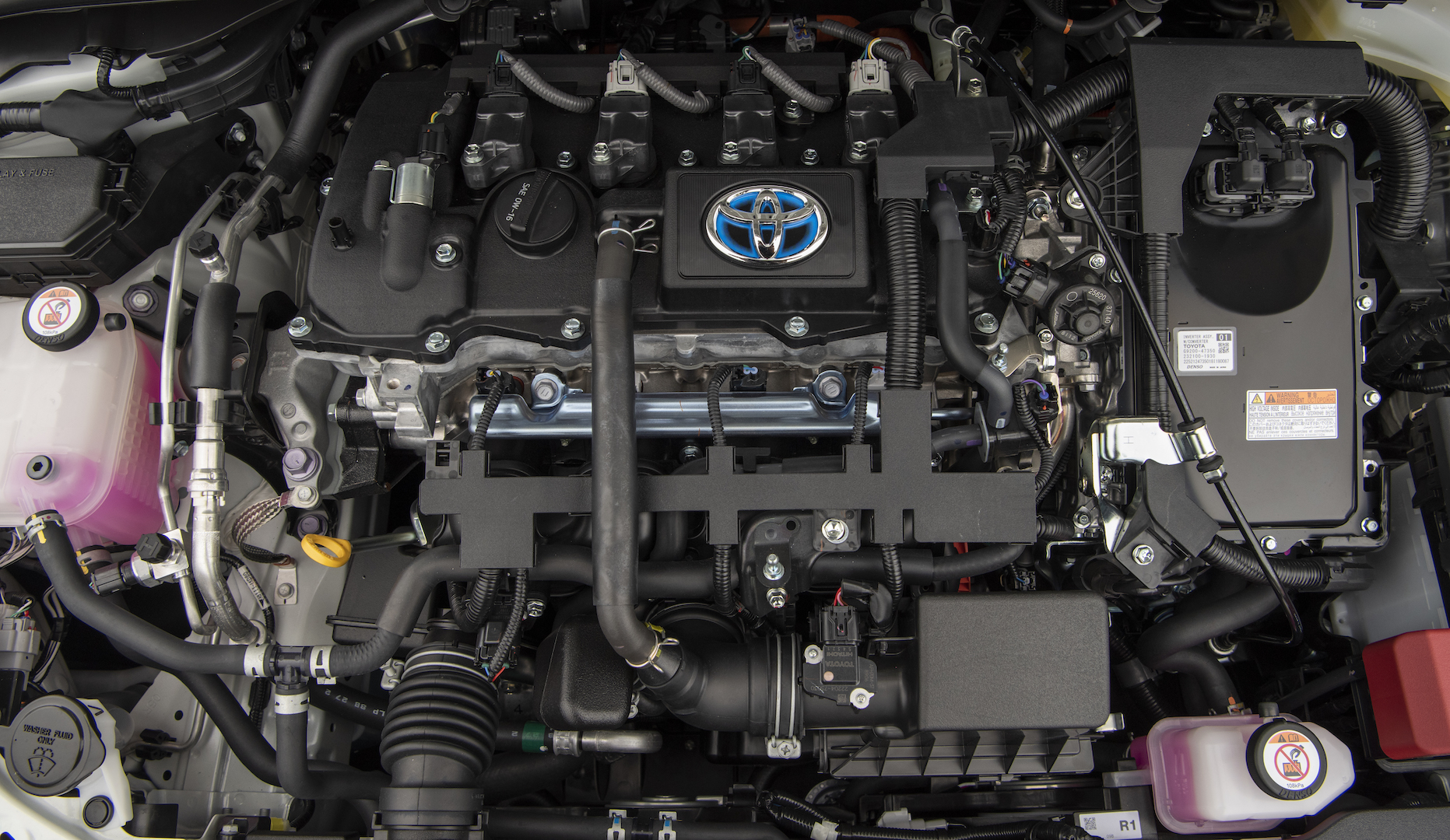 2020_Corolla_LE_Hybrid_BlizzardPearl_039_v1_current