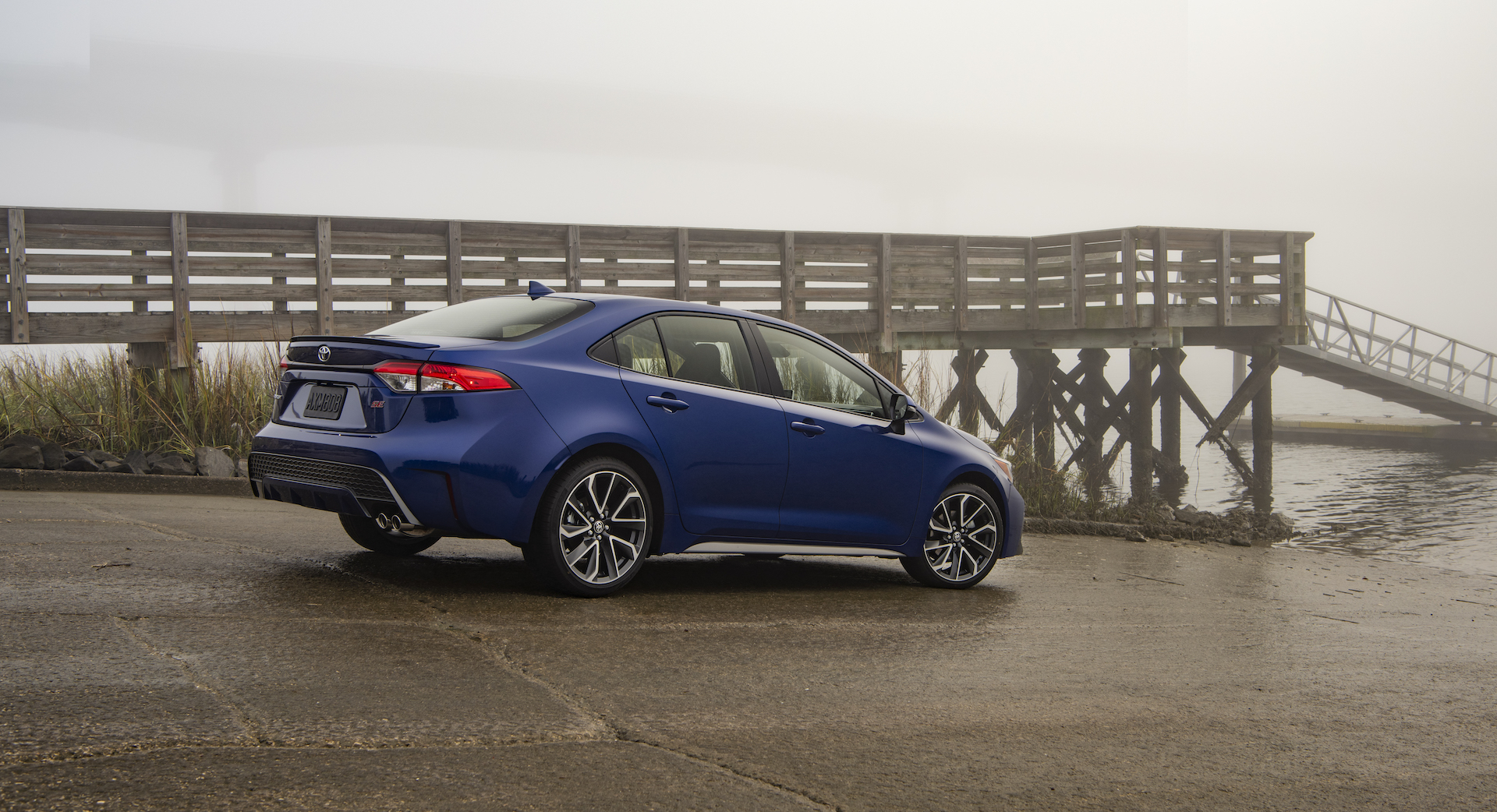 2020_Corolla_SE_6MT_BlueCrushMetallic_004_v1_current