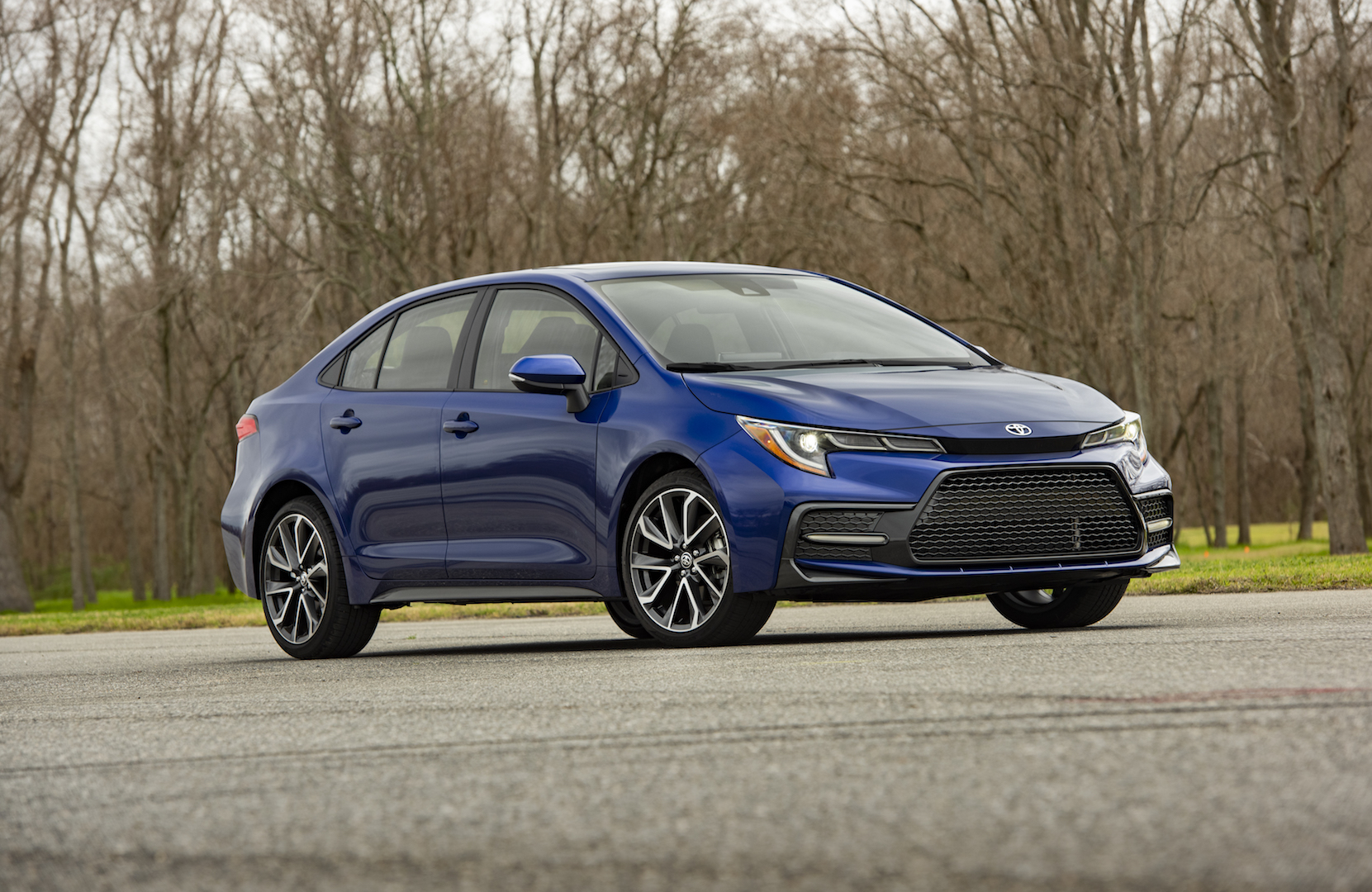 2020_Corolla_SE_6MT_BlueCrushMetallic_005_v1_current