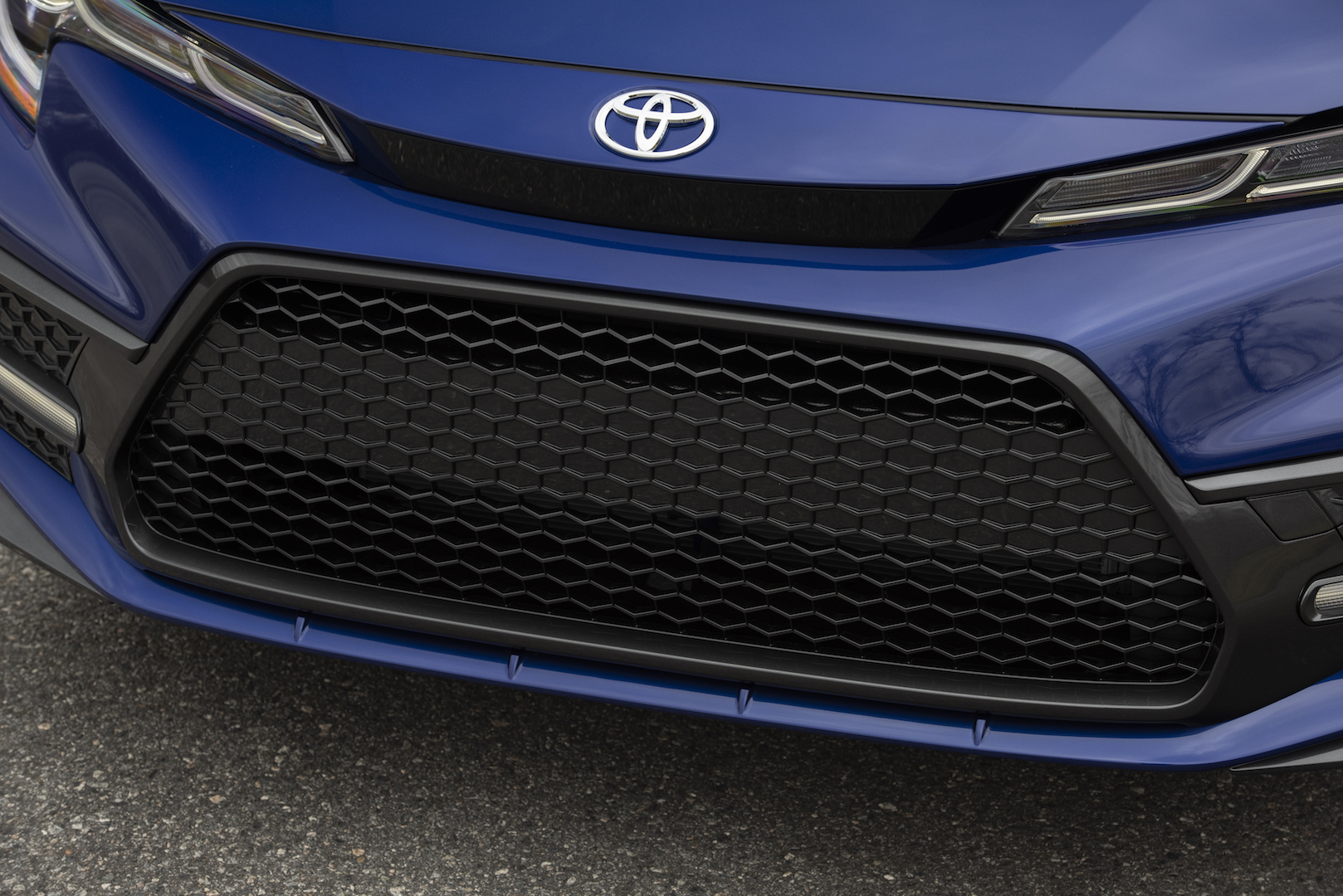 2020_Corolla_SE_6MT_BlueCrushMetallic_009_v1_current