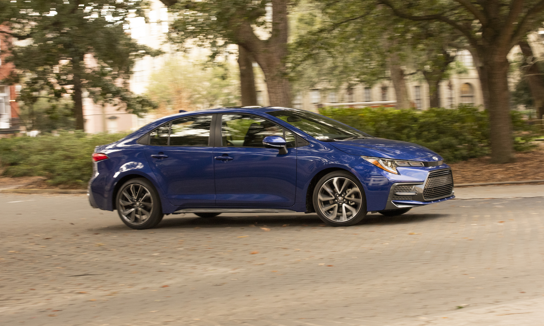 2020_Corolla_SE_6MT_BlueCrushMetallic_030_v1_current