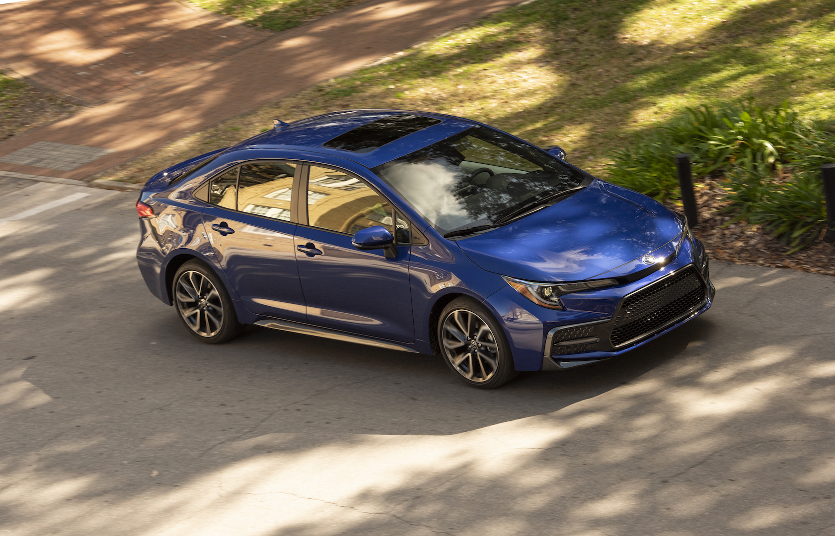 2020_Corolla_SE_6MT_BlueCrushMetallic_033_v1_current