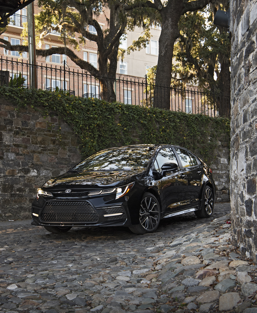 2020_Corolla_XSE_BlackSandPearl_008_v1_current