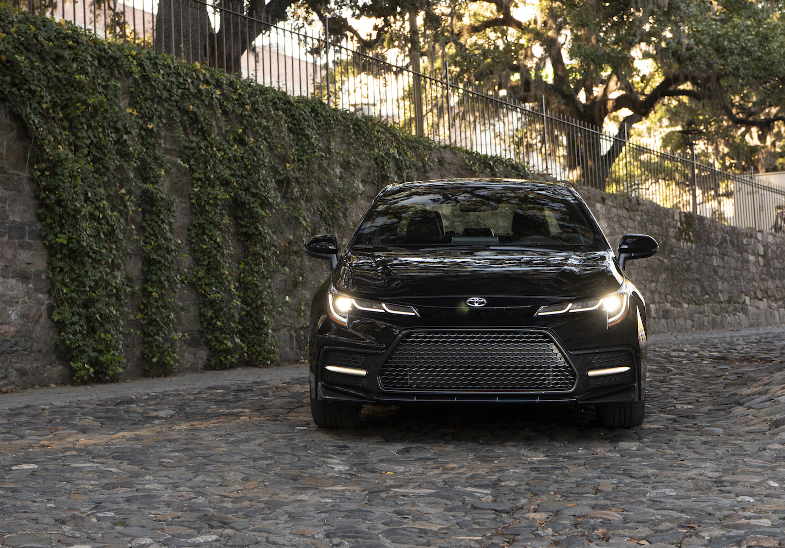 2020_Corolla_XSE_BlackSandPearl_009_v1_current