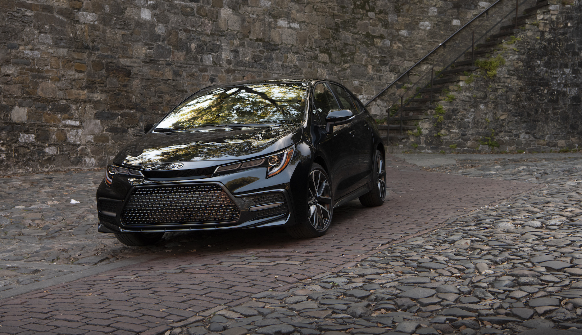 2020_Corolla_XSE_BlackSandPearl_011_v1_current