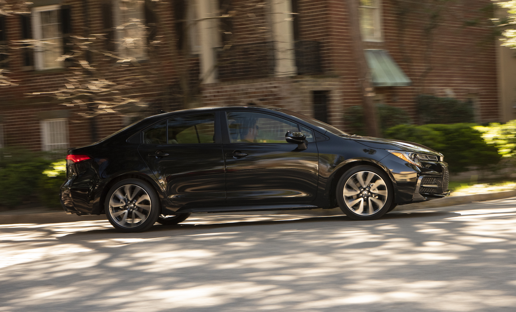 2020_Corolla_XSE_BlackSandPearl_023_v1_current