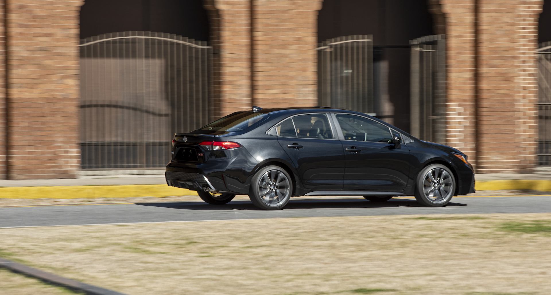2020_Corolla_XSE_BlackSandPearl_025_v1_current