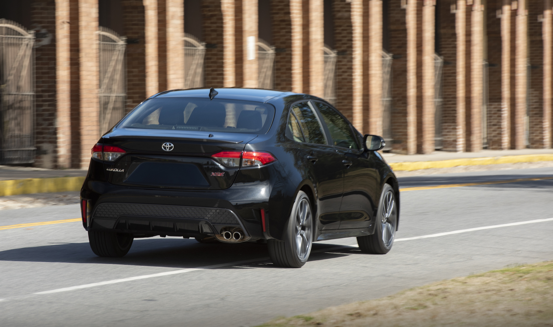 2020_Corolla_XSE_BlackSandPearl_027_v1_current